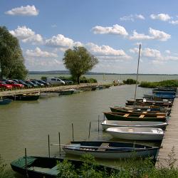 Die Anlegestelle für Boote in Vonyarcvashegy (Hafen)