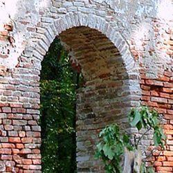 Les ruines de l'église « Kustányi »