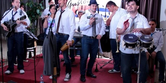 A Team Gusto Cubano együttes koncertje a keszthelyi zenepavilonban