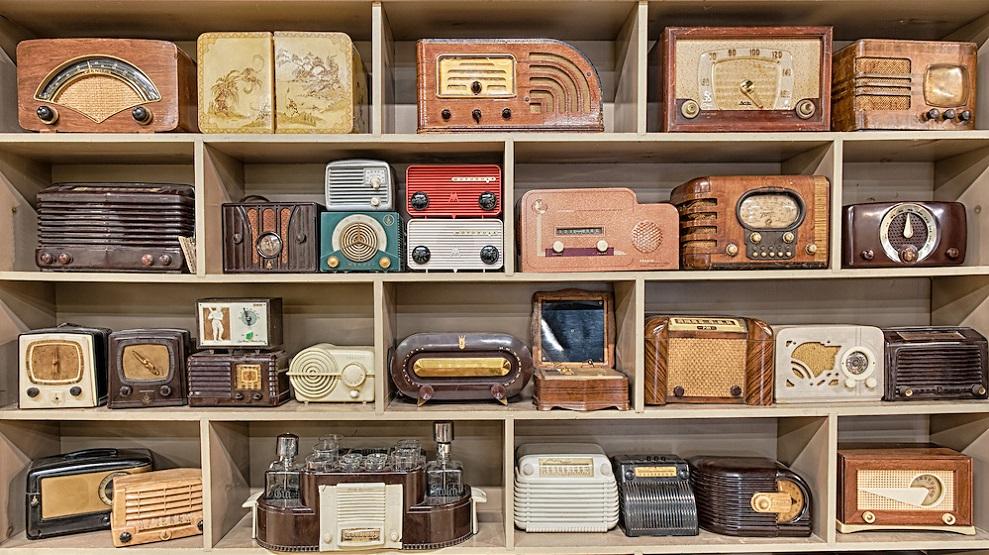 6849-Old-Radios 2
