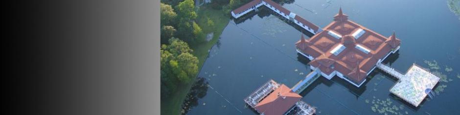 <div><h3>Hévíz</h3><p><strong>Hévízi tó</strong> - a világ legnagyobb fürdésre is alkalmas biológialiag aktív gyógytava, mely mind a gyógyulni, mint a piheni kívánoknak ideális megoldás</p></div>